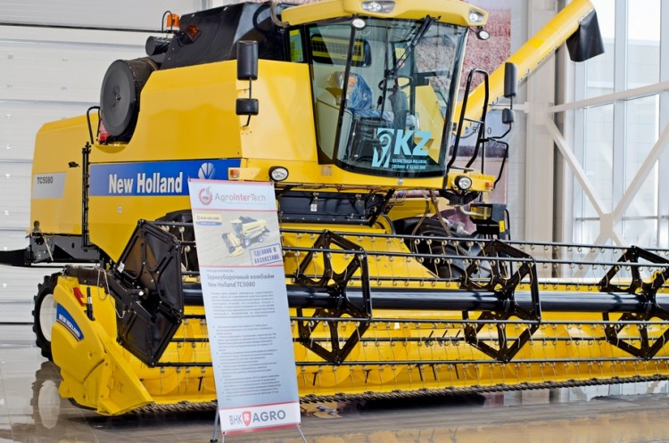 Комбайн New Holland TC5080