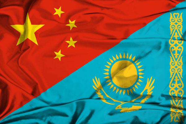 Флаги Китая и Казахстана