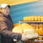 Сельский пекарь из ВКО рассказал, как ему удается конкурировать с хлебозаводами