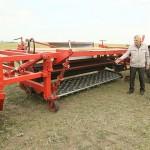 Земледельцы АО «Заря» Мендыкаринского района испытывают эксклюзивную сельхозмашину