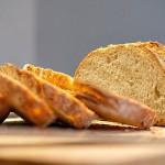 Сельский учитель раздаёт хлеб малоимущим в Алматинской области