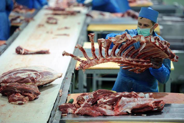 Мясоперерабатывающий завод в Белоруссии. Фото: © ФАО / Сергей Гапон