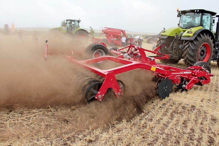 Трактор Claas Axion 950 и дисковая борона Horsch Joker 8 RT - 5