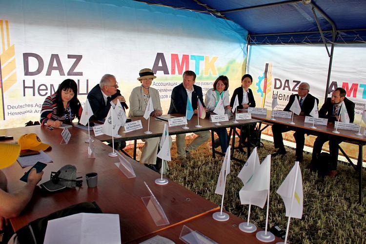 Участники пресс-конференции - 2